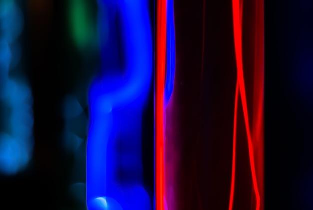 Abstracte achtergrond bliksem en blauw gloeien van elektrische ontladingen in kolven met inert gas