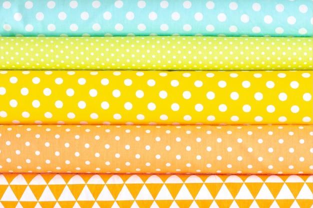 Abstracte achtergrond, katoen lichte tinten stof textuur. roze, oranje, gele, turquoise kleuren