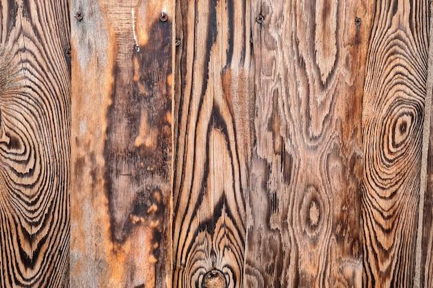 Abstracte achtergrond van geweven bruine houten muur. buitenkant van modern gebouw.