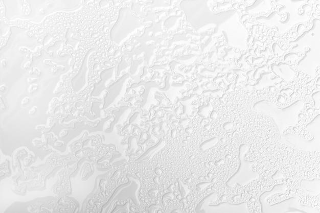 Abstracte achtergrond van nat wit oppervlak met regendruppels. detailopname