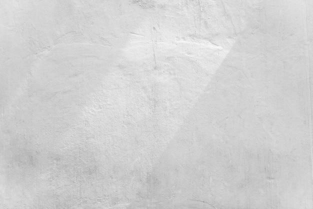 Abstracte achtergrond van witte betonnen muur met zonlicht, licht en schaduw.
