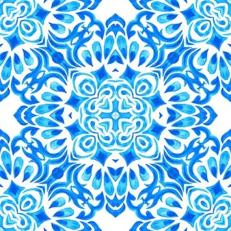 Abstracte blauwe en witte hand getekende tegel naadloze sier aquarel structuurpatroon. elegante ouderwetse textuur voor stof en wallpapers, achtergronden en paginavulling. azulejo tegel ontwerpstijl