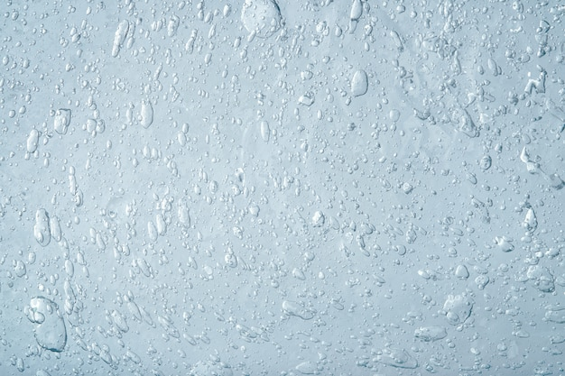 Abstracte blauwe vloeibare achtergrond. textuur van dikke transparante gel met veel bubbels. cosmetica product.