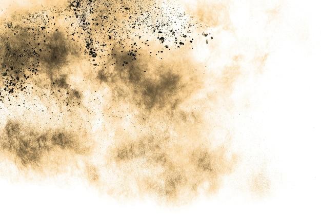 Abstracte bruine stofexplosie op witte achtergrond.