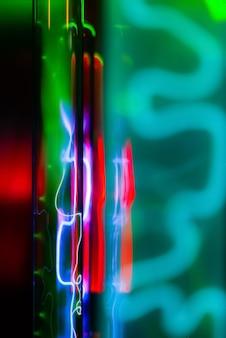 Abstracte fluorescerende achtergrond veelkleurige gloed van verschillende inerte gassen in vacuümflessen
