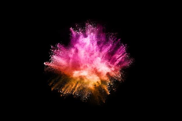 Abstracte gekleurde stofexplosie op een zwarte achtergrond abstracte poeder splatted achtergrond.