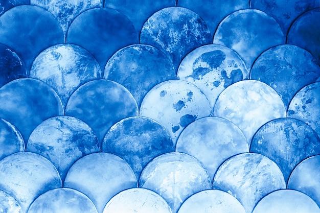 Abstracte geometrische achtergrond op het mariene thema, vissenschubben, klassieke blauwe kleur