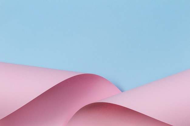Abstracte geometrische vorm pastel roze en blauw papier achtergrond