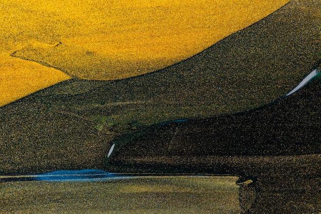 Abstracte glitter achtergrond. getextureerde donkere gouden slagen. goud glinsterende uitstrijkje op een donkergroene achtergrond. gouden golf. ruimte kopiëren