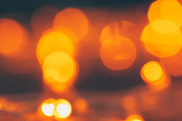 Abstracte gouden bokehfonkeling op donkere achtergrond