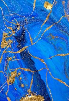 Abstracte gouden en blauwe vloeibare verf.