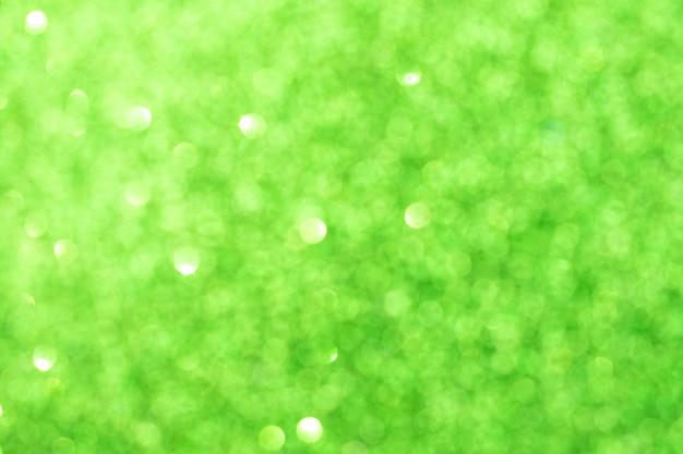 Abstracte groene wazig bokeh achtergrond. glitter glanzende lichten. feestelijke en feestelijke achtergrond voor vakantie-, kerst- en nieuwjaarsontwerp, stock photo