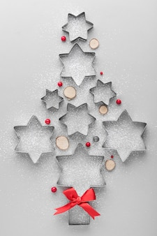 Abstracte kerstboom gemaakt met cakevormen
