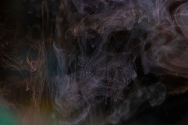 Abstracte kleur verf splash geïsoleerd op zwarte achtergrond