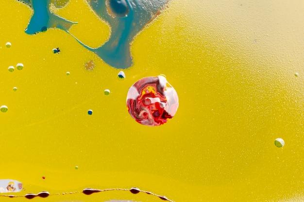Abstracte kleurrijke bal gemaakt van acryl