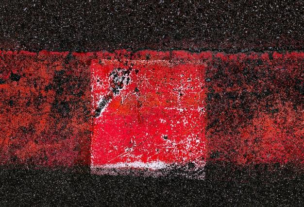 Abstracte kleurrijke compositie op het asfalt