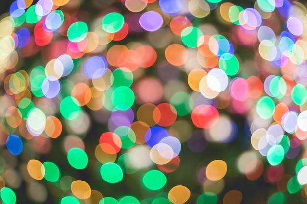 Abstracte kleurrijke veelkleurige bokehcirkels voor kerstmis lichte achtergrond.