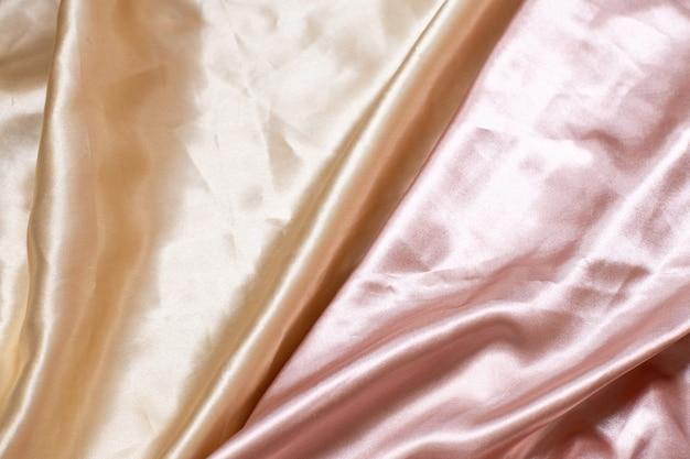 Abstracte luxedoek of vloeibare golf of golvende plooien van het materiaal van het het satijnfluweel van de grungezijde textuur of luxueuze kerstmis