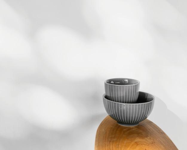 Abstracte minimale keukenschalen kopiëren ruimte