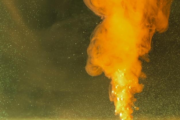 Abstracte nachthemel met krachtige vlam