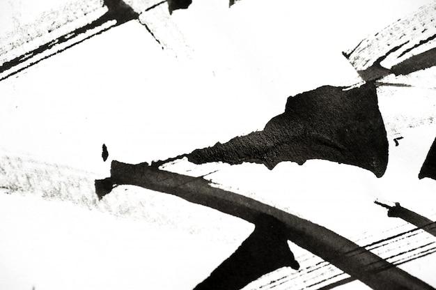 Abstracte penseelstreken en spatten van verf op papier