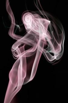 Abstracte rookachtergrond a over zwarte achtergrond