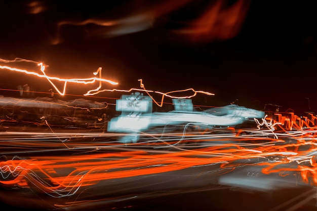Abstracte snelheid beweging in snelweg weg auto licht paden.