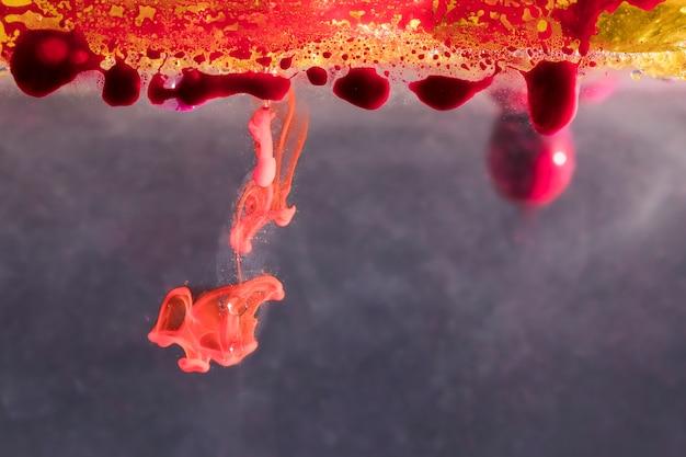 Abstracte stalactieten in olie