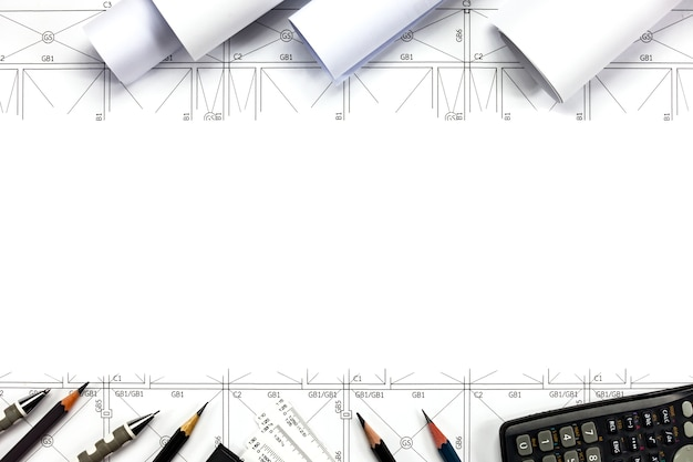 Abstracte technische tekeningen achtergrond met blanco voor uw woord. bouwplanhulpmiddelen met lege ruimte op bureau.