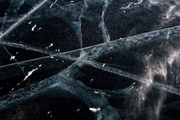 Abstracte textuur. het ijs barstte op het baikal-meer