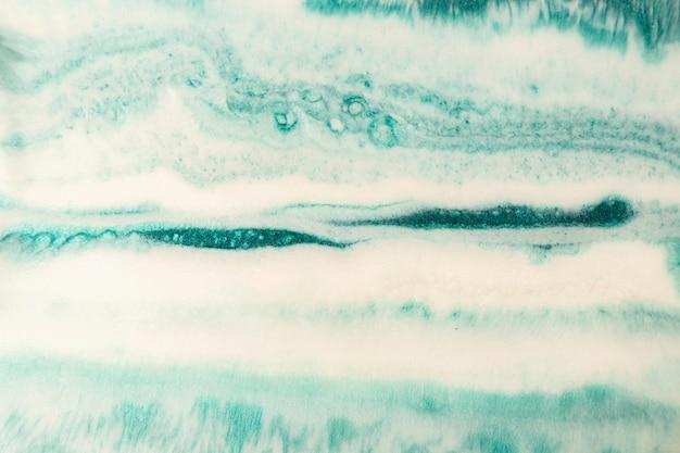 Abstracte vlekken van de uitgeharde vloeistof van epoxyharsimitatie van natuursteen. tidewater groene en witte kleuren.