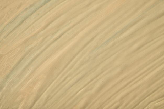 Abstracte vloeibare kunst lichtbruine kleuren als achtergrond. vloeibaar marmer. acryl schilderij op canvas met beige kleurverloop. aquarel achtergrond met gestreept patroon. steen gemarmerd behang.