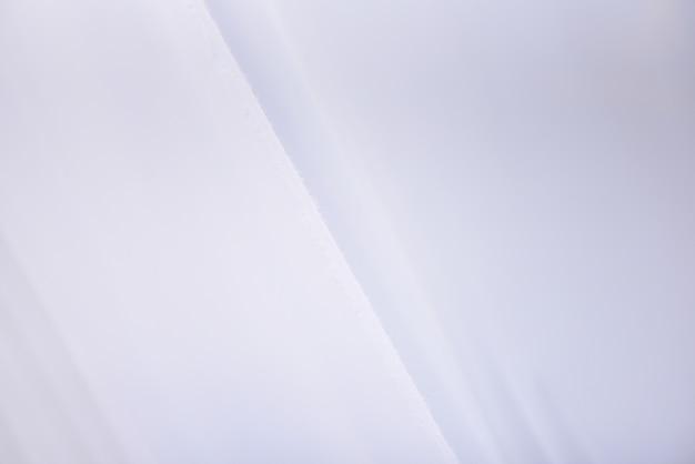 Abstracte witte stoffenachtergrond - strepen witte doek en rimpelstextuur