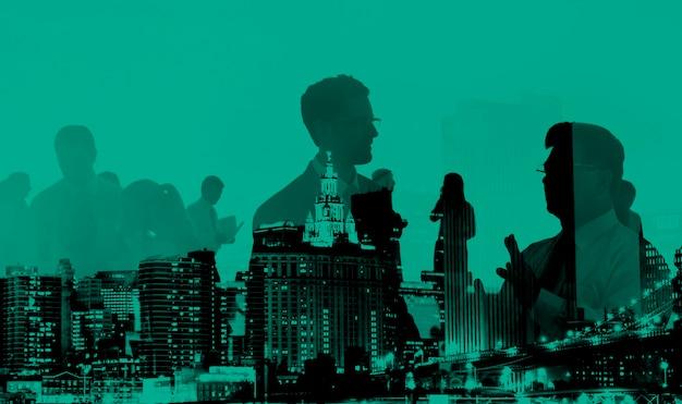 Abstracte zakenmensen en stadsgebouwen