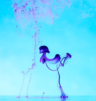 Abstractie, druppels verf in water