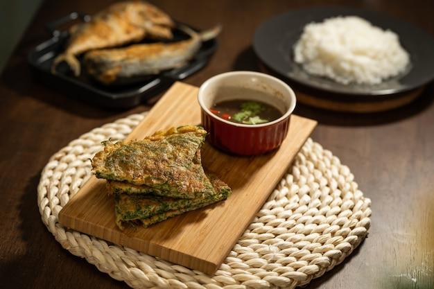 Acacia pennata omelet met garnalenpasta