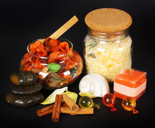 Accessoires voor spa met zoutbad, kaneel en stenen