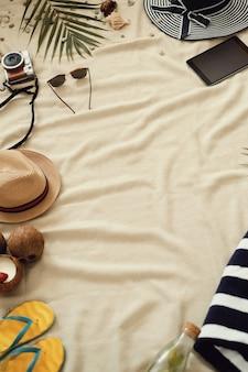 Accessoires voor zomervakantie, bovenaanzicht achtergrond