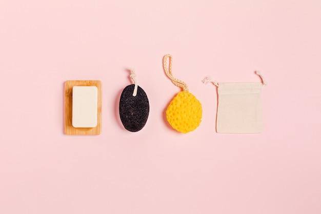 Accessoires zonder afval op roze.