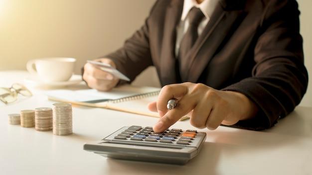 Accountbeheer en geldbesparende concept.