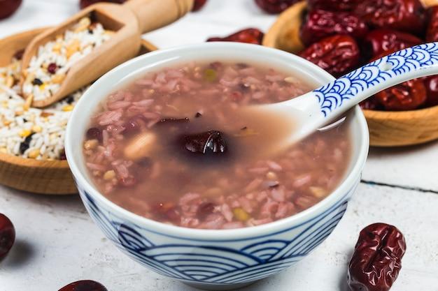 Acht schatparijzen op traditionele chinese feestpap,