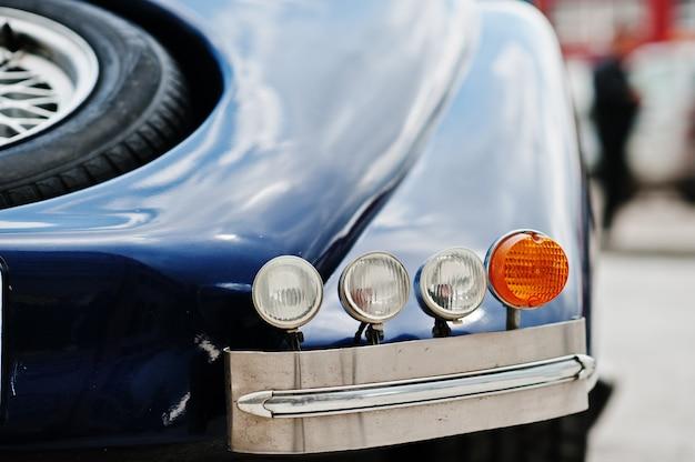 Achter koplampen van oude klassieke auto
