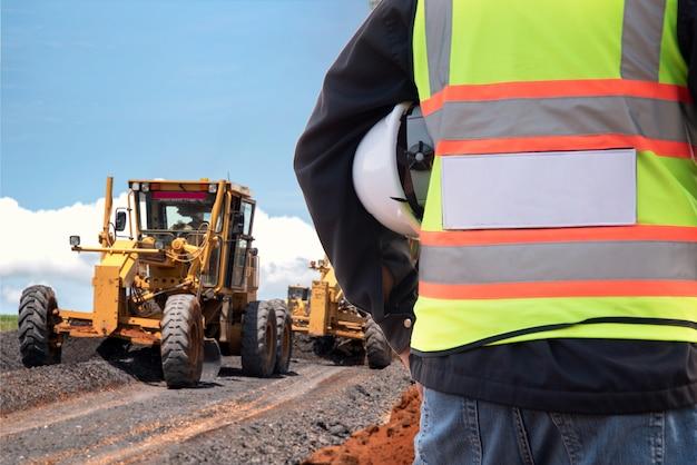 Achteraanzicht civiel ingenieur inspectie bouw wegwerkzaamheden