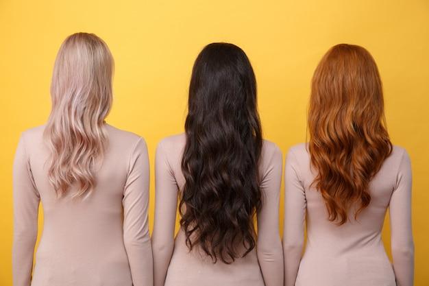 Achteraanzicht foto van drie jonge dames
