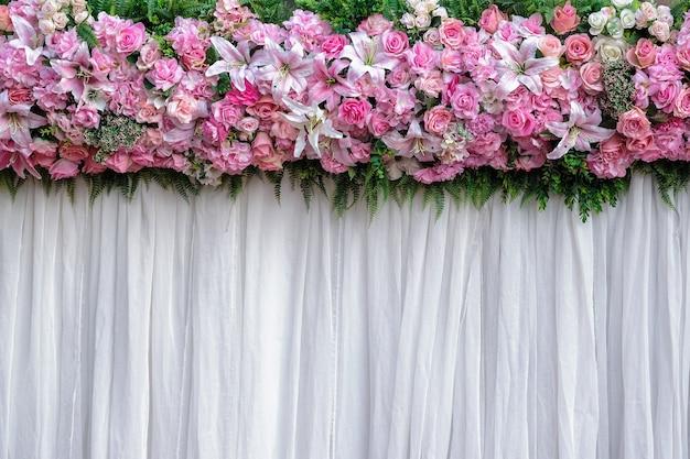 Achtergrond bloemen arrangement voor huwelijksceremonie en evenement