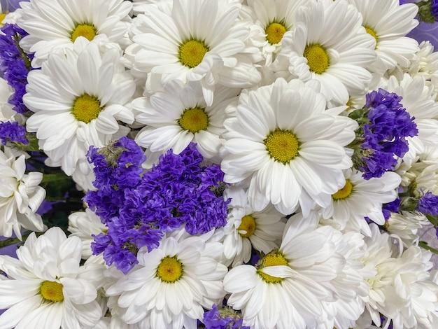 Achtergrond close-up boeket van gerbera's en andere bloemen.