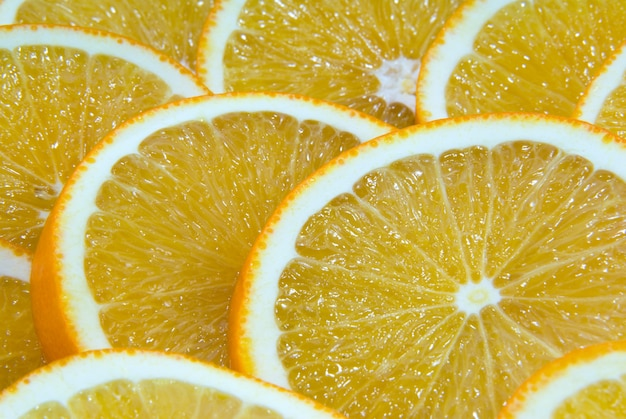 Achtergrond de sappige sinaasappel gesneden door ronde segmenten