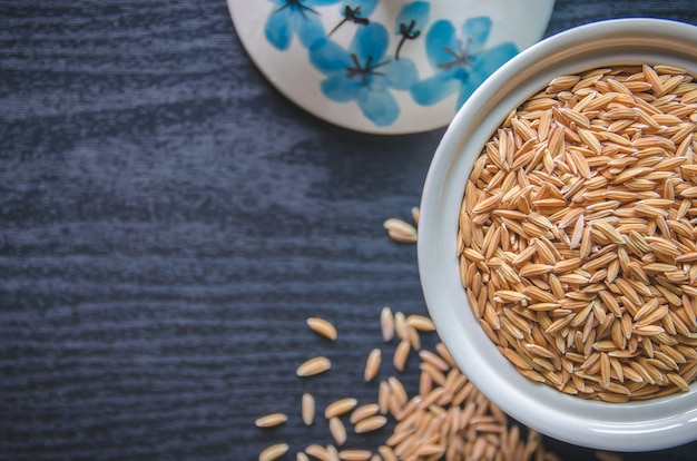 Achtergrond en behang door stapel van padie en rijstzaad.