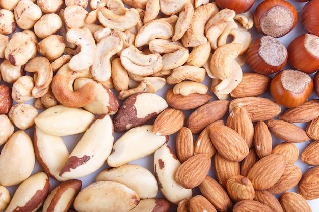 Achtergrond en textuur gemaakt van verschillende soorten noten.