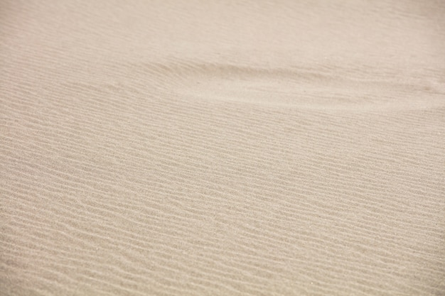 Achtergrond en textuur van zand op een strand in de zomer